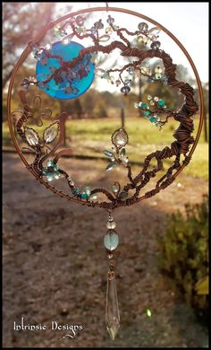 Alida~ I see palm seed stems wrapped in copper/gold/brass wire, maybe interwoven with some of those leaves from the other pin we were talking about. with Wire Wrapped Seaside Blues, Gemstone and Swarovski Crystal Garden Suncatcher in Copper and Bronze Wire Wrapped Jewelry, Wire Jewelry, Jewellery, Jewelry Tree, Wire Earrings, Beaded Jewelry, Sun Catchers, Dream Catchers, Crystal Garden