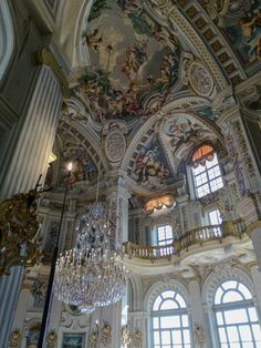 Palazzina di Caccia of Stupinigi – a hidden gem in Turin. Renaissance Architecture, Baroque Architecture, Renaissance Art, Beautiful Architecture, Beautiful Buildings, Gold Aesthetic, Aesthetic Photo, Aesthetic Pictures, Fantasy Life