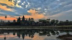 """""""Daar sta ik dan met mijn slaperige hoofd om 5uur in de ochtend, kijkend naar het grootste religieuze tempelcomplex ter wereld! Drie grote torens gemaakt van zandsteen steken de lucht in. Wauw wat een prachtig en indrukwekkend gebied!"""""""