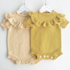 Sweet knits for baby Knitted Baby Clothes, Baby Kids Clothes, Handmade Baby Clothes, Knitting For Kids, Baby Knitting Patterns, Baby Outfits, Kids Outfits, Bebe Baby, Baby Sweaters