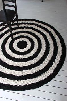 Virkattu 180cm matto Easy Crochet, Knit Crochet, Fabric Rug, Rug Making, Floor Rugs, Interior And Exterior, Crochet Projects, Crochet Patterns, Carpet