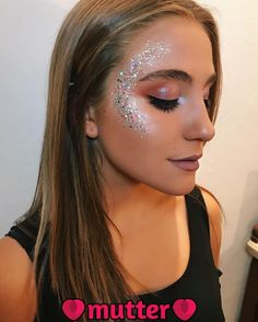 Party, festival and carnaval makeup ideas. Glitter highlighter makeup look makeup, Glitter highlighter makeup look Party, festival and carnaval makeup ideas. Glitter highlighter makeup look makeup, Glitter highlighter makeup look … Glitter Carnaval, Make Carnaval, Music Festival Makeup, Festival Makeup Glitter, Festival Glitter Ideas, Festival Make Up, Festival Looks, Highlighter Makeup, Makeup Eyeshadow