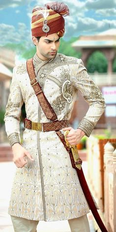 The Sherwani (Urdu: شیروانی; Hindi: शेरवानी) is a long coat-like garment worn in South Asia, very similar to an Achkan or doublet. Indian Dresses, Indian Outfits, Mens Ethnic Wear, Indian Groom Wear, Wedding Sherwani, Man About Town, Komplette Outfits, Groom Outfit, Traditional Fashion