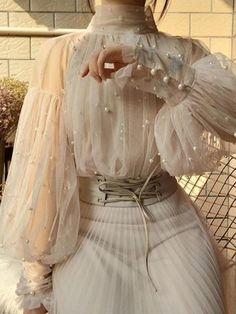 ef9da63a-a9b6-406f-8227-4ed869e83984_a62b3d32-98fb-4501-a44a-1d132db03173 Lace Outfit, Collar Designs, Types Of Collars, Types Of Sleeves, Vintage Ladies, Vintage Style, Ideias Fashion, Evening Dresses, Fashion Dresses