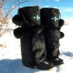 RAVEN I Tecumseh Canada Black Mukluks Black Suede Beaded Mukluks. The Tecumseh Canada Raven I black mukluks for women are lined with Mernio wool. Fur Boots, Shoe Boots, Shoes, Native American Design, Native Style, My Black, Raven, Black Suede, Riding Helmets