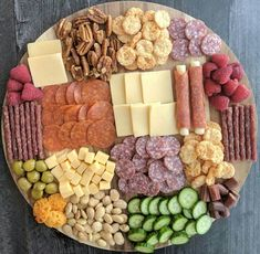 I made a low carb snack board over the weekend and didn't get a chance to get it posted. I have chili cooking in the… Holiday Appetizers, Appetizer Recipes, Keto Recipes, Cooking Recipes, Healthy Recipes, Wedding Appetizers, Appetizer Plates, Snacks Recipes, Holiday Recipes