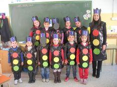 Tractor Popsicle Stick Craft For Kids Preschool Classroom, Kindergarten Activities, Preschool Activities, Popsicle Stick Crafts For Kids, Craft Stick Crafts, Community Helpers Kindergarten, Homemade Xmas Decorations, Transportation Theme, Toddler Learning