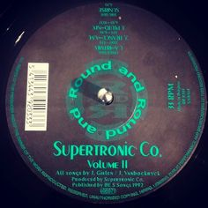 #nowspinning Supertronic Co. - Sunrise. Round And Round: RR 9203 (1992). Any love for Round And Round? This is the only one I have. Sunrise is just the most amazing track. Intro is straight from the KLF Chill Out playbook. Add some lush pads and a lazy breakbeat and you have a perfect tune for sunny times. This shines so bright over the rest of the EP I couldn't even tell you what the other tracks are like. #techno #ambient #supertronic #roundandround #dnb #drumandbass #drumnbass #jungle…