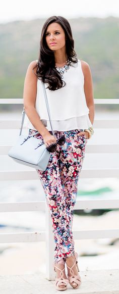 Printed Trousers Street Fashion Look 2015 Only Fashion, Womens Fashion For Work, Look Fashion, Street Fashion, Floral Fashion, Fashion Dresses, Look 2015, Valentino, Pants For Women