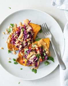 These sweet potatoes topped with a zesty slaw and creamy Thai peanut butter sauce are an irresistible plant based dinner recipe! sweet potatoes topped with a zesty slaw and creamy Thai peanut butter sauce are an irresistible plant based dinner recipe! Fall Crockpot Recipes, Healthy Dinner Recipes, Whole Food Recipes, Vegetarian Recipes, Healthy Breakfasts, Thai Recipes, Healthy Snacks, Cooker Recipes, Best Cabbage Recipe