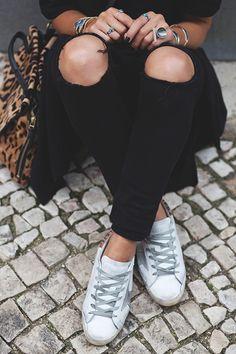 Et donc les jours qui suivirent le supplice de marcher des heures durant en boots à talons because LA PLUIE ce fut le confort absolu ! - En baskets (je les AIME !) - T-shirt long asymétrique que tu sais pas trop si c'est un t-shirt, uNouveau billet !