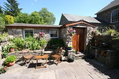 Crickhowell Holiday Cottage Rental with walking and rural retreat £190 for 4 nights