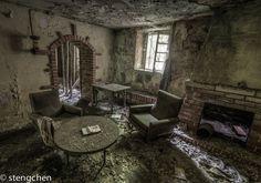 Forsaken House by stengchen.deviantart.com on @DeviantArt