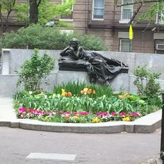 Beautiful #garden #park we happened upon around 105th and Broadway yesterday... #Tulips #Flowers #UnexpectedBeauties
