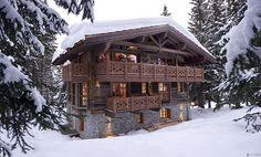 Winter in einem Skiort: Elegantes Berghütte Design in den französischen Alpen