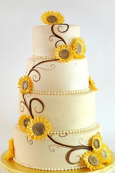 Sunflower wedding cake I love this cake do two tears and cupcakes Pretty Cakes, Beautiful Cakes, Amazing Cakes, Beautiful Flowers, Cupcakes, Cupcake Cakes, Summer Wedding, Dream Wedding, Yellow Wedding
