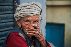 Portraits | Steve McCurry  narrow depth of field