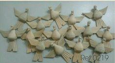 Divino Espírito santo em Madeira     Solte a sua criatividade na Fabricação dos seus artesanatos     Divino sem pintura com 7,5cm     O valor é para cada unidade.