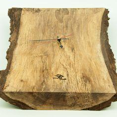Wanduhr aus massivem Nussholz mit lautlosem Uhrwerk #woodkraft #handgefertigt #Nussholz #holzdesign #holzdeko #handmade #unikat #geschenksidee #geschenk Corona, Pointers, Random Stuff, Handmade, Clock, Gift