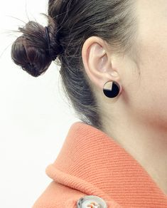Handmade Circle Earrings, Small size: Sides 1.5 cm. Materials: Wood, Black Plexiglass and Brass ( Studs ). #geometric #minimal #complementary #design #wood #plexiglass #jewelry #essential #deco #circle #dots