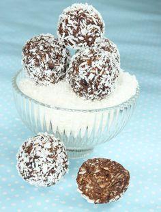Nyttiga chokladbollar utan socker - Lindas Bakskola & Matskola Healthy Recepies, Raw Food Recipes, Healthy Snacks, A Food, Food And Drink, Healthy Baking, Clean Eating, Deserts, Favorite Recipes