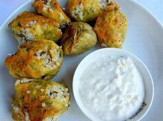 Γεμιστοί ανθοί κολοκυθιών με σάλτσα γιαουρτιού του Δημήτρη Σκαρμούτσου
