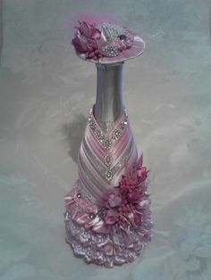 Wine Bottle Gift, Wine Bottle Covers, Glass Bottle Crafts, Diy Bottle, Bottle Art, Glass Bottles, Wedding Wine Glasses, Wedding Wine Bottles, Recycled Wine Bottles