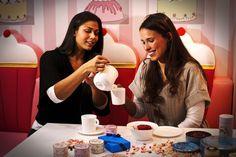 Maeva (à gauche) et Amarylis (à droite), prennent une pause gourmande à l'hôtel Vice Versa by Chantal Thomass