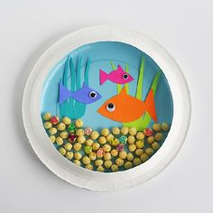 Create a miniature underwater world with a paper plate and colorful paper. http://craftgawker.com/share/pin/59419/
