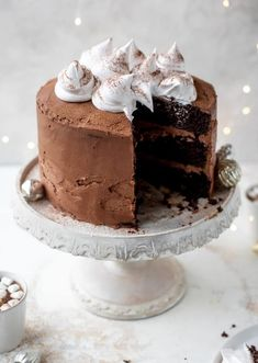 Hot Cocoa Cake (fudgiest chocolate cake, smothered in chocolate cream cheese frosting and dolloped with whipped marshmallow) Homemade Butter, Homemade Cakes, Holiday Baking, Christmas Baking, Christmas Cakes, Hot Cocoa Cake Recipe, Chocolate Fudge Icing, Hot Chocolate, Chocolate Cakes