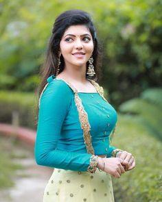 Athulya Ravi cute in Blue dress - Cinevattaram Beautiful Girl Indian, Beautiful Girl Image, Beautiful Indian Actress, Beautiful Actresses, Beautiful Heroine, Beauty Full Girl, Beauty Women, Sonam Kapoor, Deepika Padukone