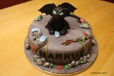... und hier kommt nun die Torte, die mich die letzten Tage beschäftig hat bzw. eher das liebe, nette, schwarze Kerlchen namens Ohnezahn (T...