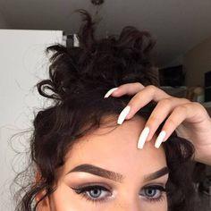 Imagem de girl, nails, and makeup