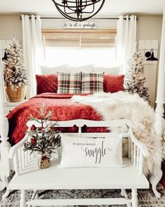 Cozy & Festive Christmas Bedroom Decorations To Keep Up All Holiday Season - Hike n Dip Indulge in the holiday spirit by decorating your bedroom. Choose from over 50 cozy & festive Christmas Bedroom decorations perfect for the holiday season. Decor, Rustic Bedroom Decor, Winter Bedroom, Holiday Room, Winter Home Decor, Christmas Decorations Bedroom, Holiday Room Decor, Home Decor, Farmhouse Christmas