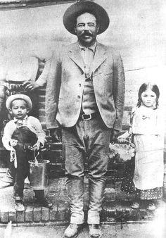 Villa con algunos de sus hijos