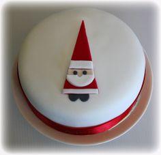Christmas Cake with Santa – cakes Mini Christmas Cakes, Christmas Cake Designs, Christmas Cake Topper, Christmas Cake Decorations, Holiday Cakes, Christmas Desserts, Christmas Treats, Xmas Cakes, Santa Christmas