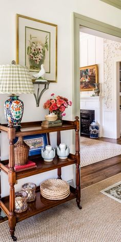 Tour a Family Home With Maximalist Southern Style | HGTV Southern Style Homes, Southern Style Decor, Southern Decorating, Living Room Decor Traditional, Traditional Style Homes, Southern Living Rooms, Interior Exterior, Interior Design, Cottage Interiors