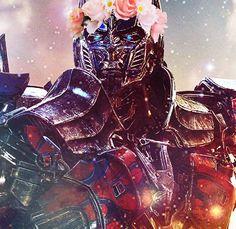 Man can be beautiful :3 Flower Clown Optimus :D