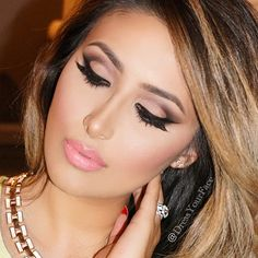 Nude smokey eye make up