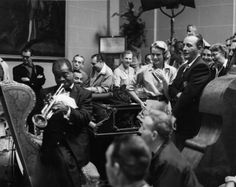 "lapitiedangereuse: ""  Louis Armstrong plays trumpet as Grace Kelly (center right) and Bing Crosby look on, with Billy Kyle at the piano. High Society """