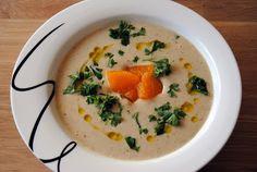Fyldig hvitløksuppe med mandler og appelsiner #vegetarian #jamieoliver #garlic #soup #almonds #orange