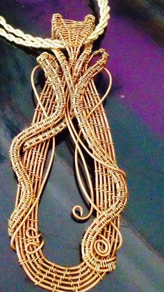 Amazing wire gold pendant