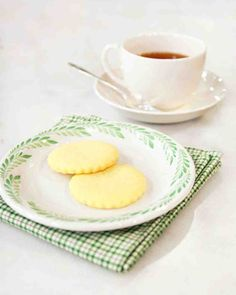 Patrick's Day Recipes: Irish butter, known for its high fat content, makes a melt-in-your-mouth shortbread -- perfect for dunking into an Irish coffee. Learn how to make this (and more) for a perfect St. Butter Shortbread Recipe, Shortbread Recipes, Shortbread Cookies, Brownie Cookies, Cookie Recipes, Fudge Brownies, Butter Recipe, Cookie Bars, Irish Coffee