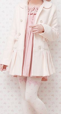 Cute, sweet gyaru: White, pleated coat with collar. Pink dress with ribbon and buttons. Off-white stockings with pink pattern.