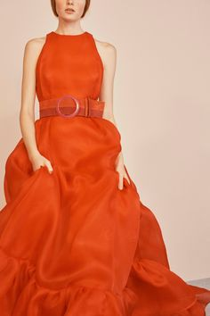 Get inspired and discover Carolina Herrera trunkshow! Shop the latest Carolina Herrera collection at Moda Operandi. Couture Fashion, Runway Fashion, Fashion Trends, London Fashion, Style Fashion, Vogue, Carolina Herrera Dresses, Quoi Porter, Orange Fashion