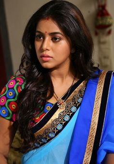 Shamna Kasim - See How Saree Does its Magic on Curves! Beautiful Saree, Beautiful Eyes, Gorgeous Women, Beautiful Outfits, Bollywood Designer Sarees, Celebrity Gallery, Indian Beauty Saree, India Beauty, Beauty Queens