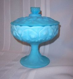 Vintage-Fenton-Glass-Water-Lily-Blue-Satin-Custard-Compote-W-Lid
