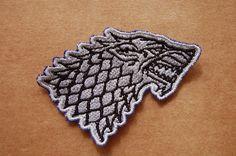 Patch 100% bordado. Acabamento manual. lobo stark . www.facebook.com/PatchesDonaRamona