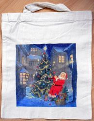 Weihnachtstasche-Weihnachtsmann-schmueckt-Weihnachtsbaum