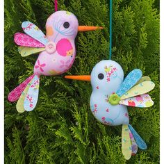Imagine these sweet hummingbirds hanging about everywhere bringing smiles to all! This project is perfect for using up scraps and small fabric pieces. Completed size is approx. 22cm (8 1/2 tall). Difficulty: This pattern is suitable for all skill levels. Designer: Melanie Fabric Toys, Fabric Birds, Fabric Scraps, Fabric Animals, Fabric Shop, Sewing Toys, Sewing Crafts, Sewing Projects, Craft Projects